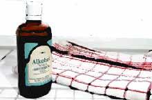 Insektenstiche behandeln mit Alkohol